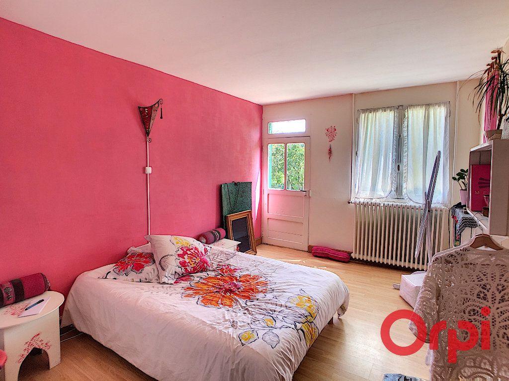 Maison à vendre 4 140m2 à Saint-Amand-Montrond vignette-6