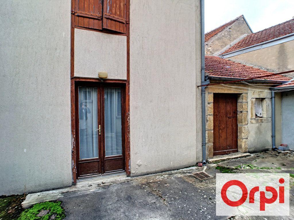 Maison à vendre 6 104m2 à Saint-Amand-Montrond vignette-4