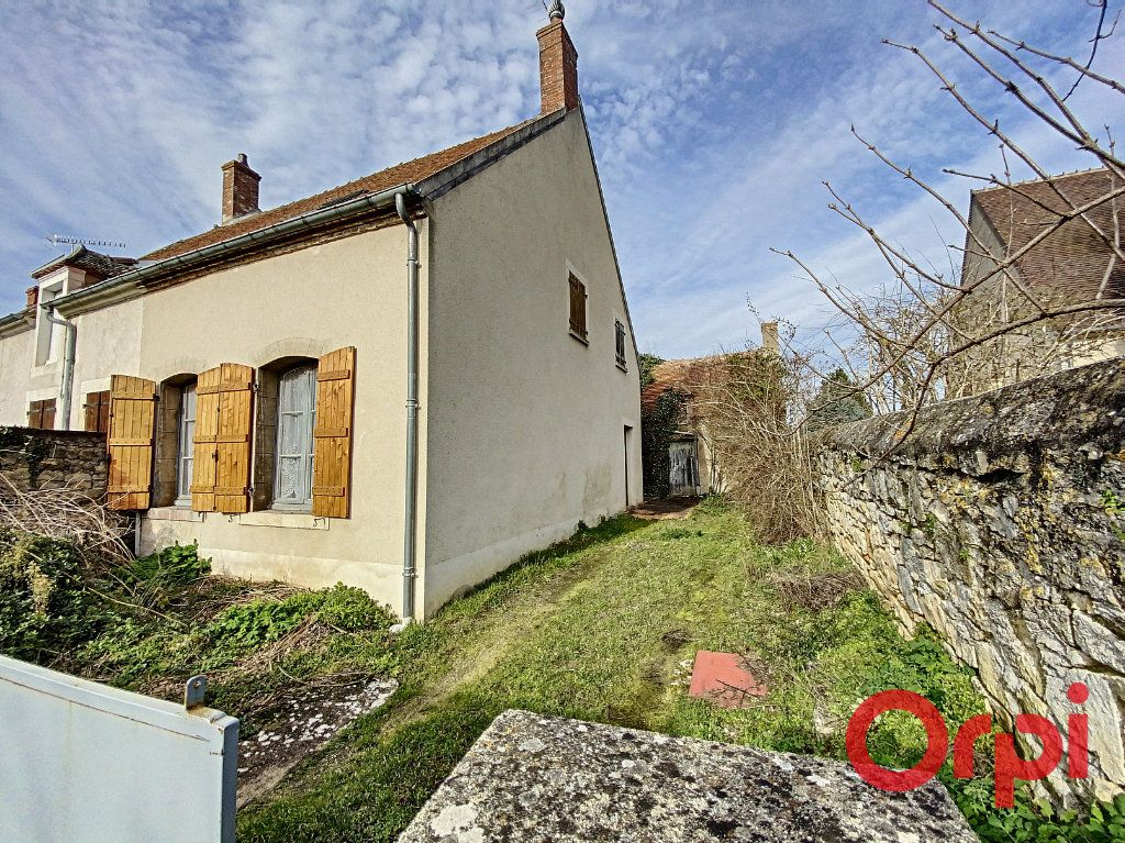 Maison à vendre 3 60m2 à Saint-Amand-Montrond vignette-1