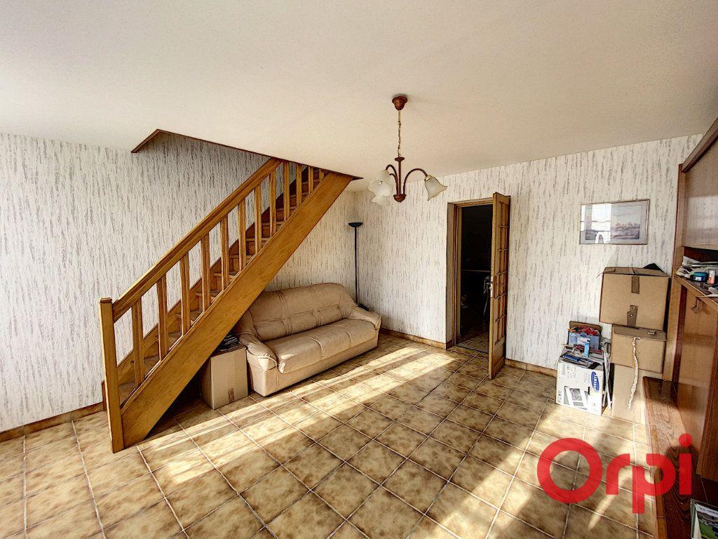 Maison à vendre 3 60m2 à Saint-Amand-Montrond vignette-2