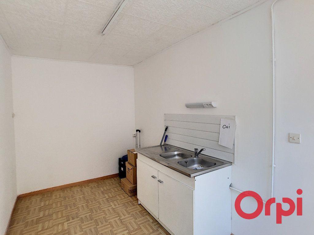 Appartement à vendre 3 62.4m2 à Saint-Amand-Montrond vignette-3