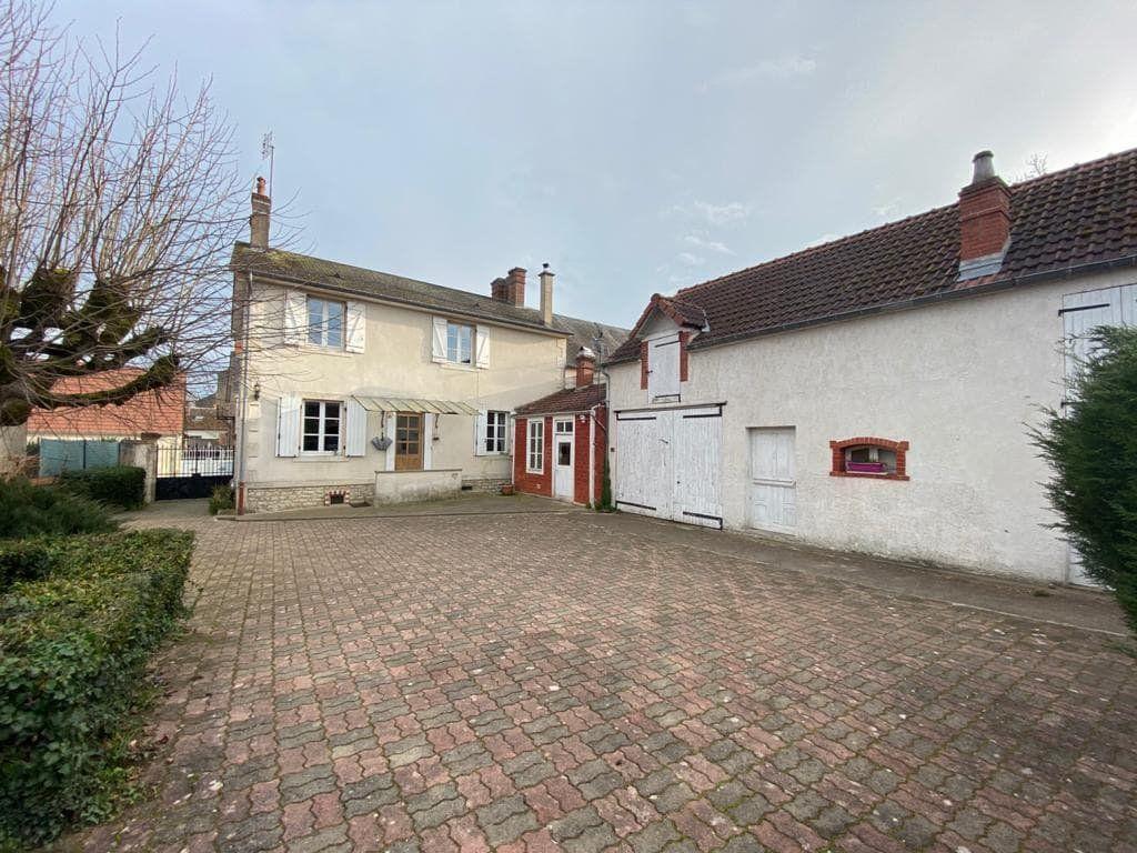 Maison à vendre 6 135m2 à Orval vignette-1