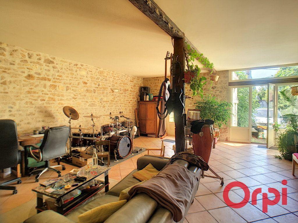 Maison à vendre 7 200m2 à Saint-Amand-Montrond vignette-1