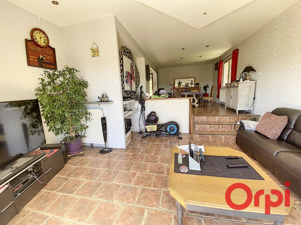 Maison à vendre 5 97m2 à Saint-Amand-Montrond vignette-3
