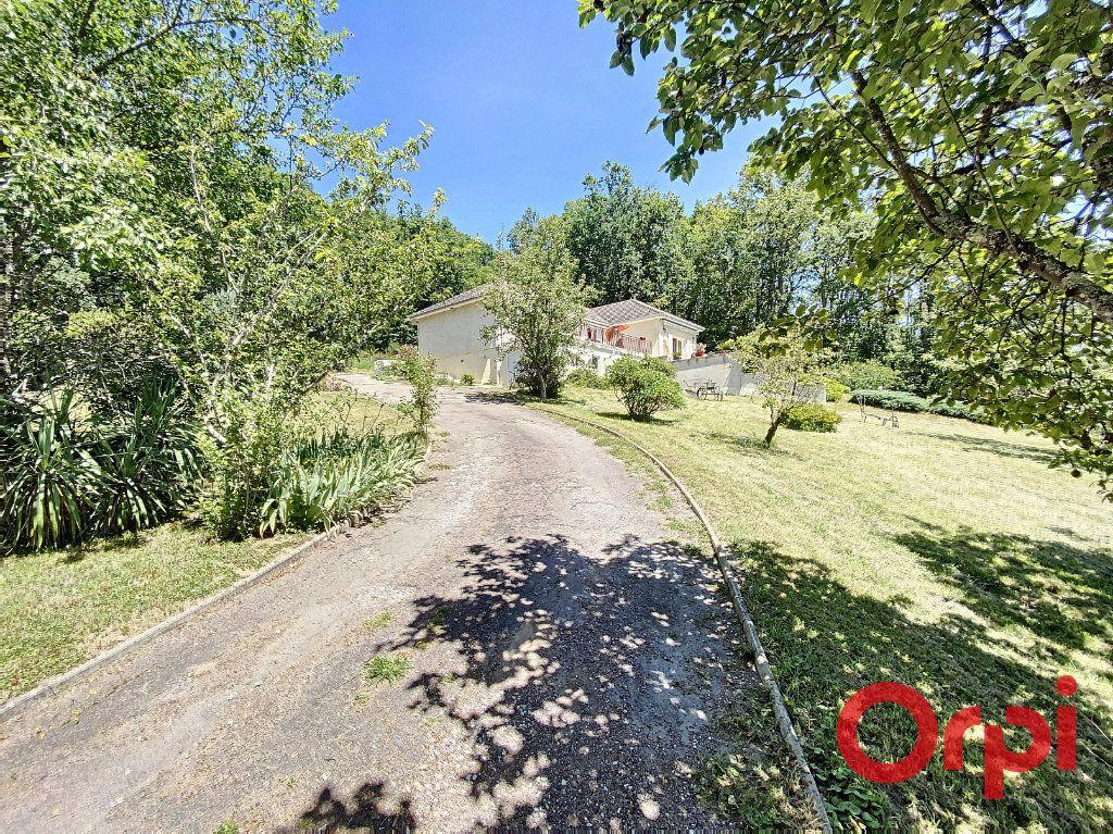 Maison à vendre 5 97m2 à Saint-Amand-Montrond vignette-8