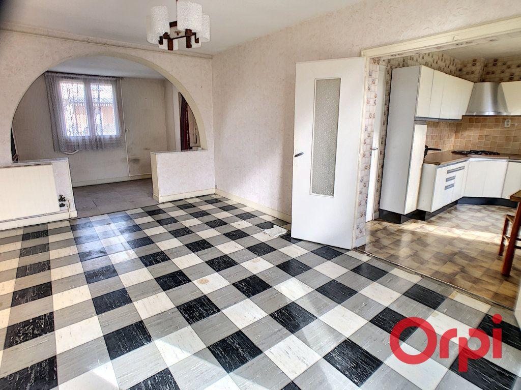 Maison à vendre 4 84m2 à Saint-Amand-Montrond vignette-2