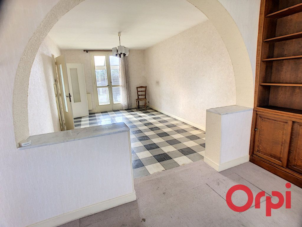 Maison à vendre 4 84m2 à Saint-Amand-Montrond vignette-3