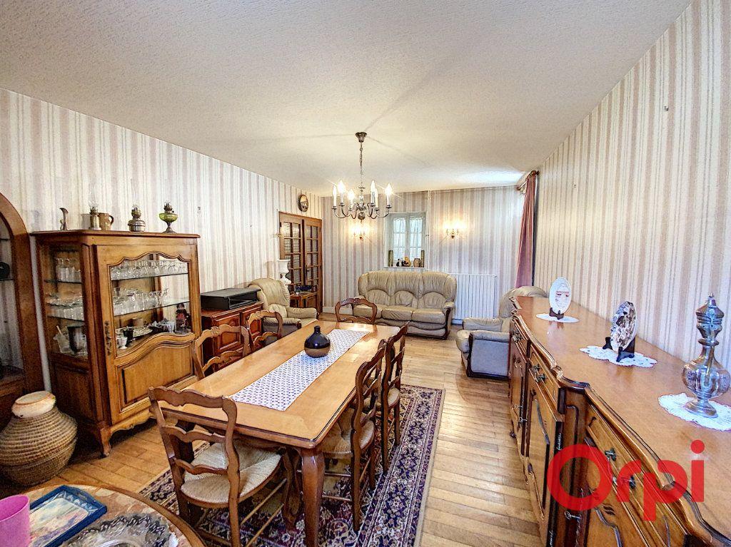 Maison à vendre 7 180m2 à Le Châtelet vignette-2