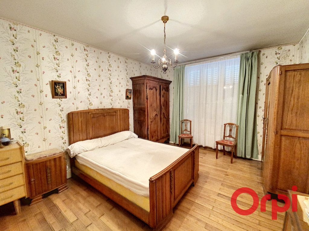Maison à vendre 7 180m2 à Le Châtelet vignette-4