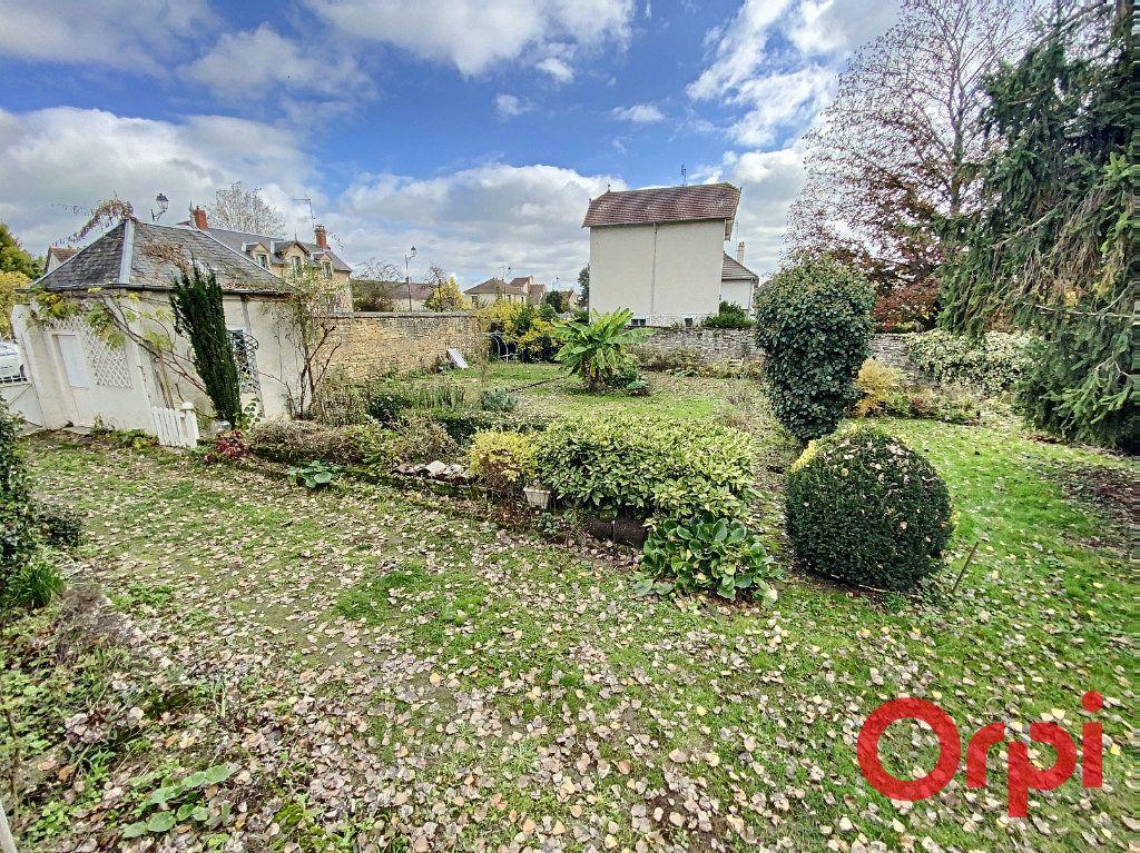 Maison à vendre 6 157m2 à Saint-Amand-Montrond vignette-1