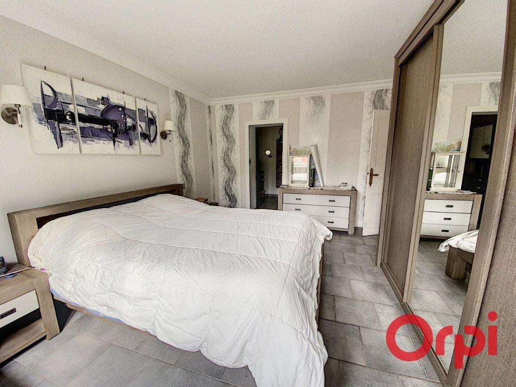 Maison à vendre 6 157m2 à Saint-Amand-Montrond vignette-2