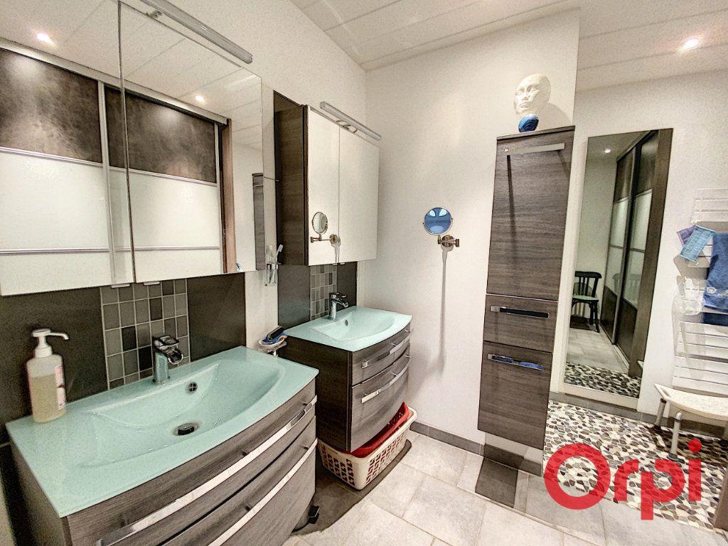 Maison à vendre 6 157m2 à Saint-Amand-Montrond vignette-3