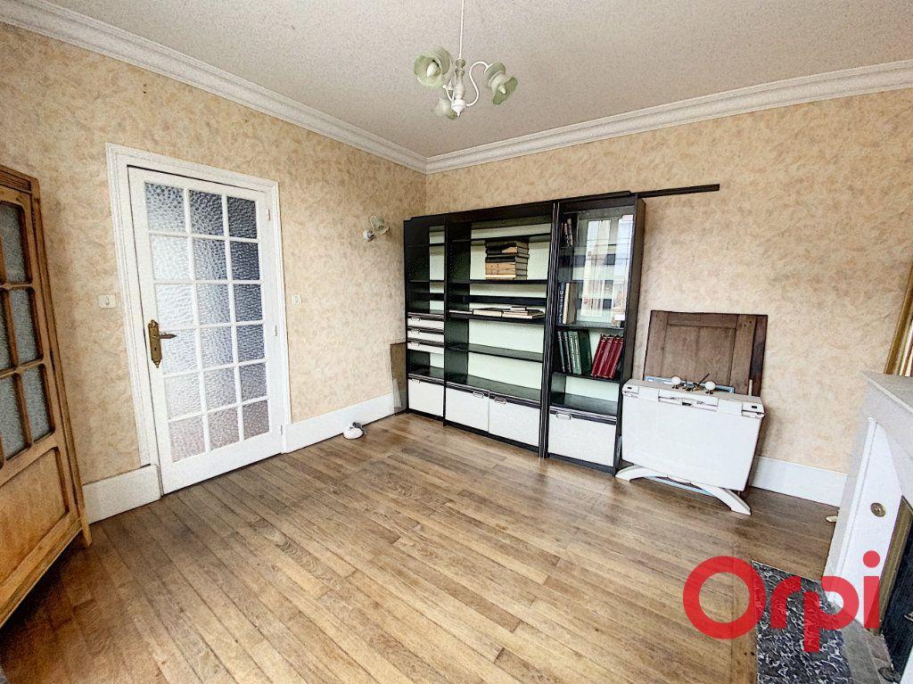 Maison à vendre 6 157m2 à Saint-Amand-Montrond vignette-4
