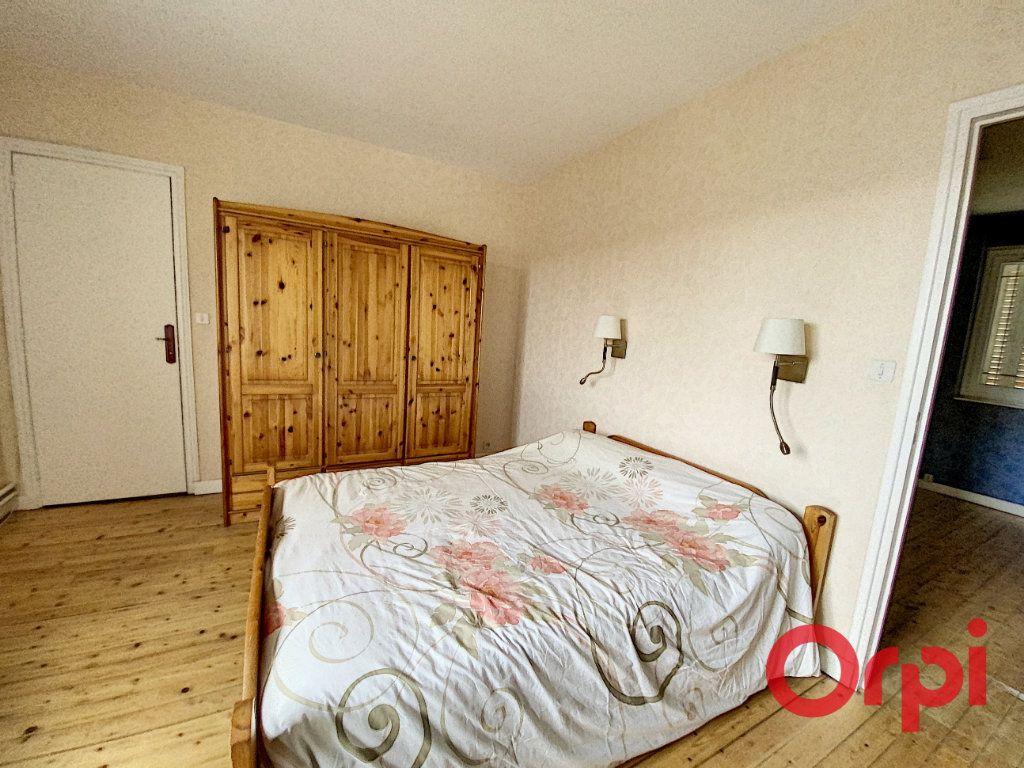 Maison à vendre 6 157m2 à Saint-Amand-Montrond vignette-7
