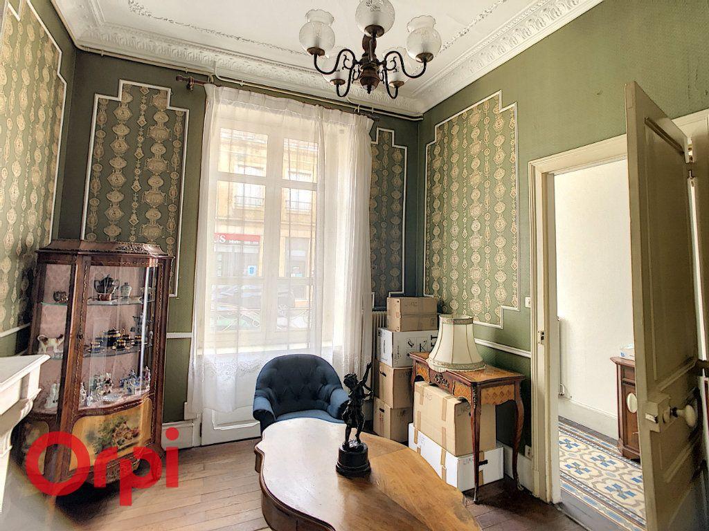 Maison à vendre 7 216m2 à Saint-Amand-Montrond vignette-2