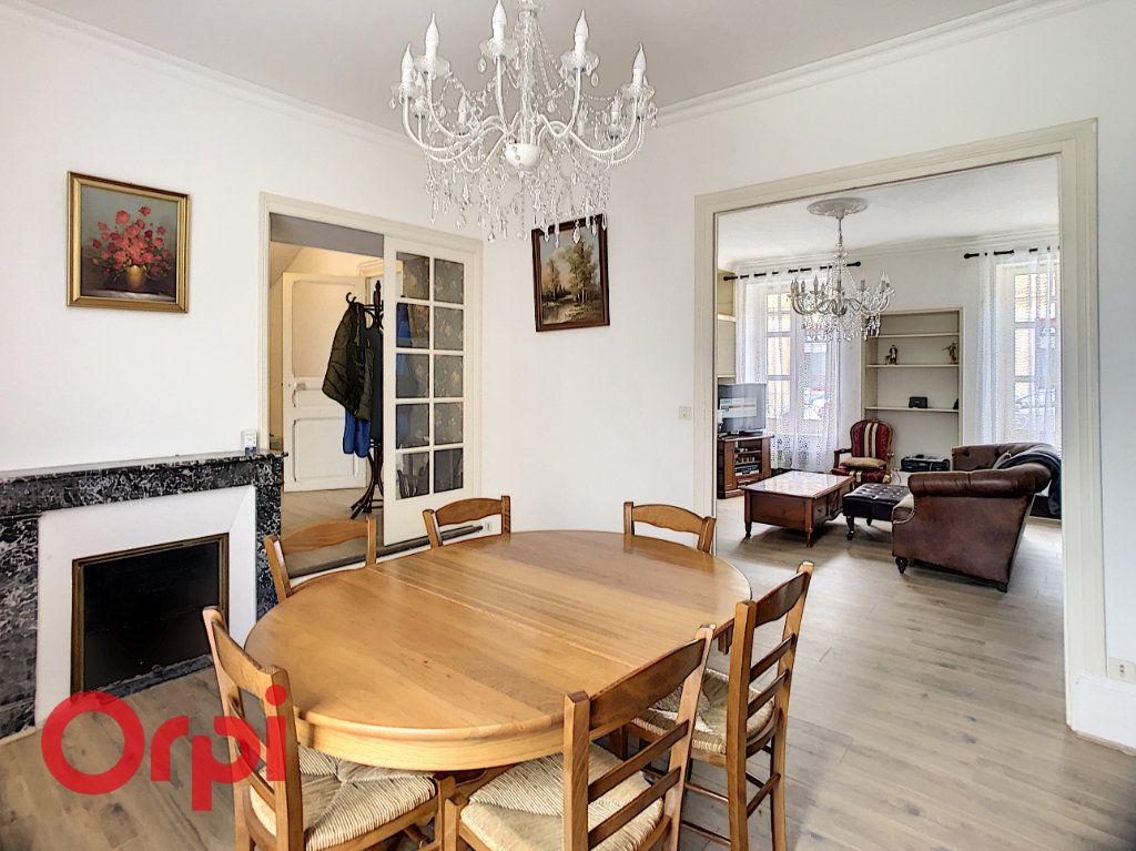 Maison à vendre 7 216m2 à Saint-Amand-Montrond vignette-3
