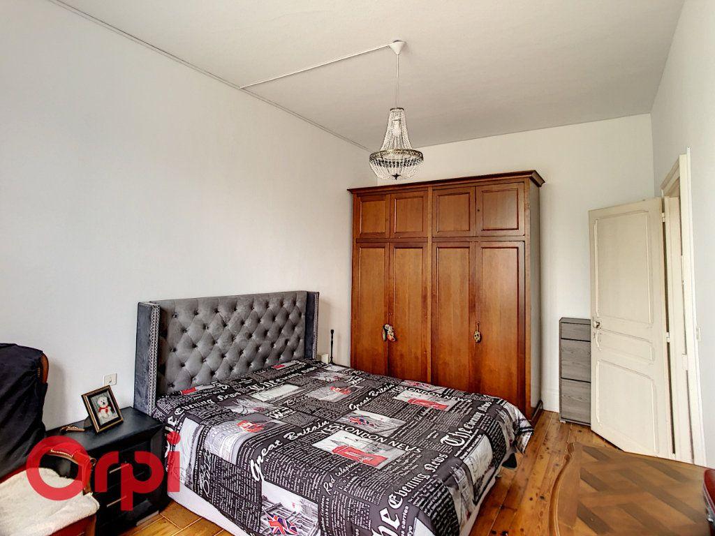 Maison à vendre 7 216m2 à Saint-Amand-Montrond vignette-5