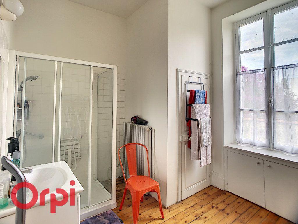 Maison à vendre 7 216m2 à Saint-Amand-Montrond vignette-7