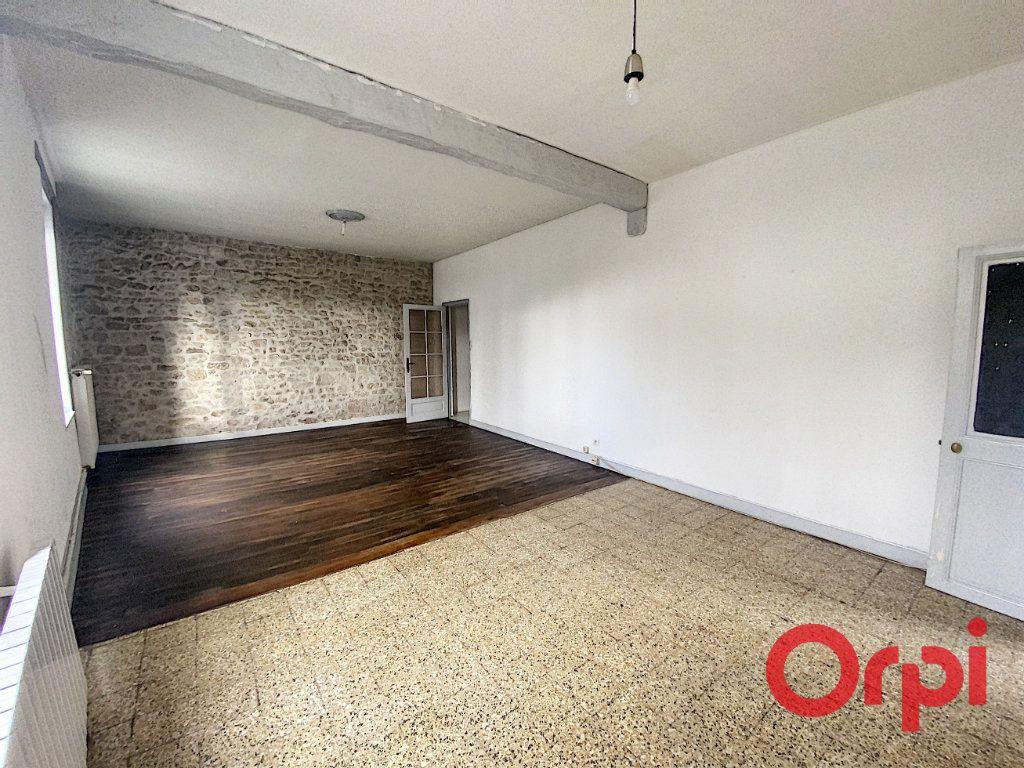 Maison à vendre 5 125m2 à Saint-Amand-Montrond vignette-1