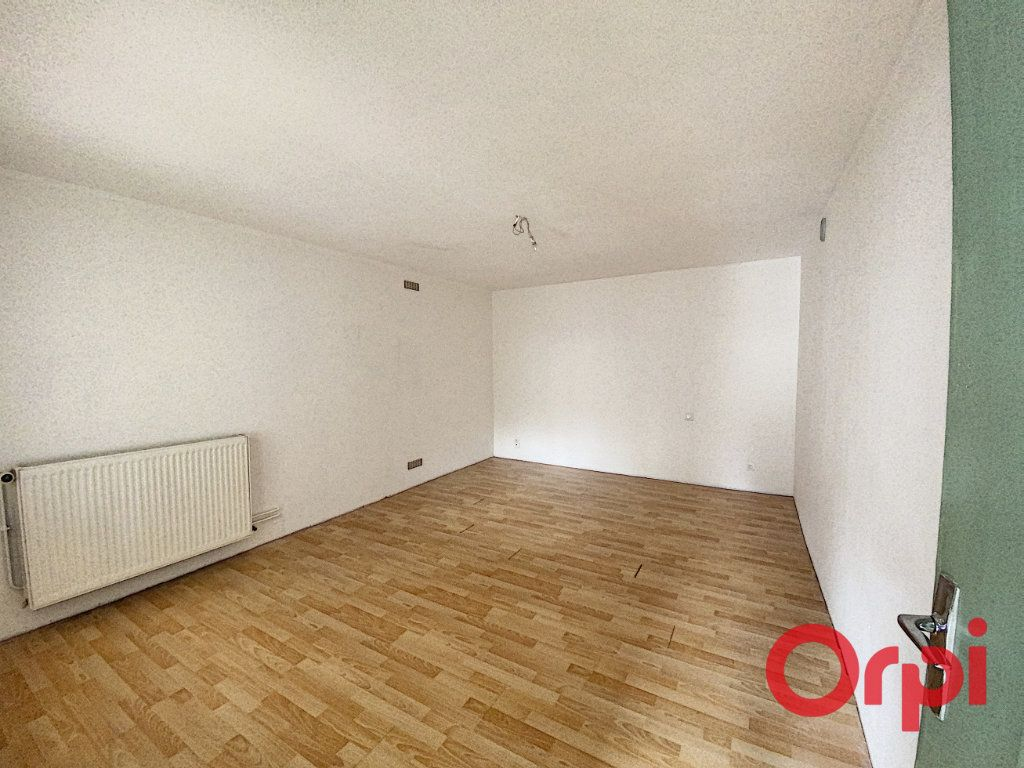 Maison à vendre 5 125m2 à Saint-Amand-Montrond vignette-5