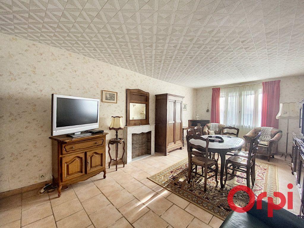 Maison à vendre 5 148m2 à Saint-Amand-Montrond vignette-2