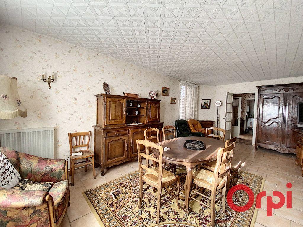 Maison à vendre 5 148m2 à Saint-Amand-Montrond vignette-3