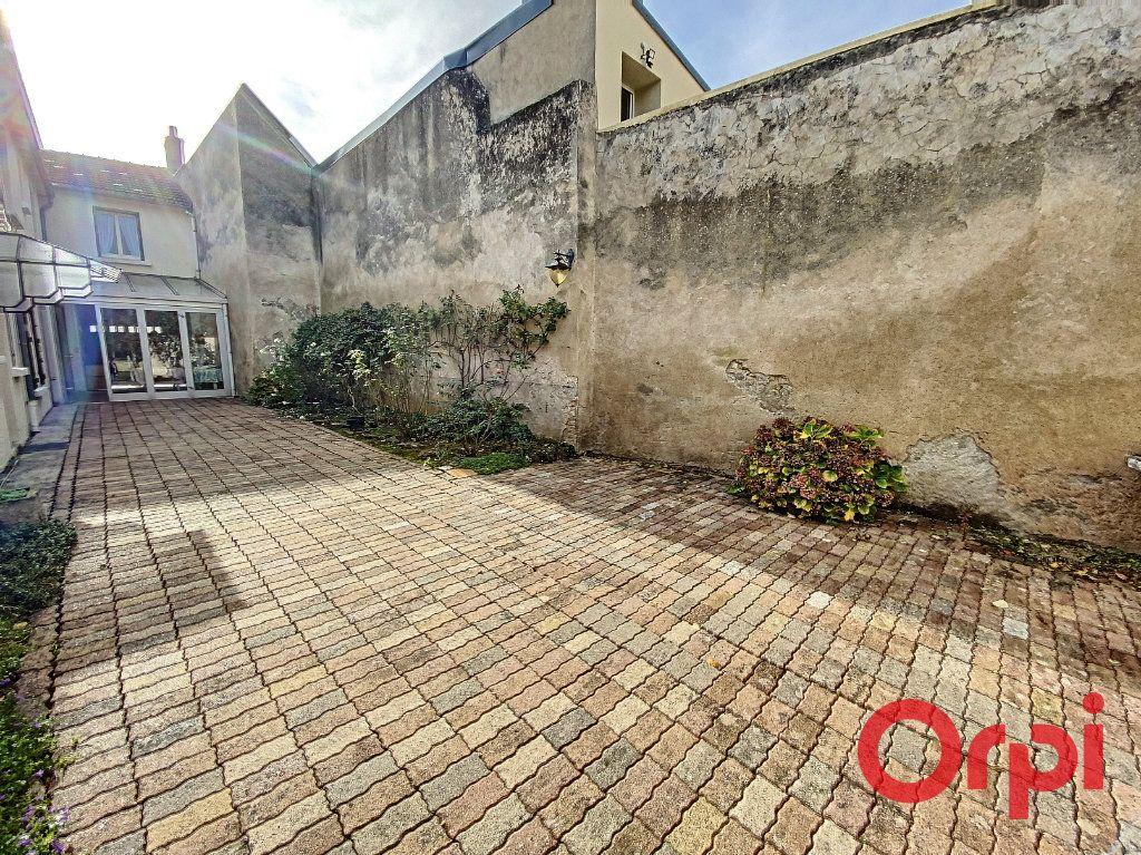 Maison à vendre 5 148m2 à Saint-Amand-Montrond vignette-4
