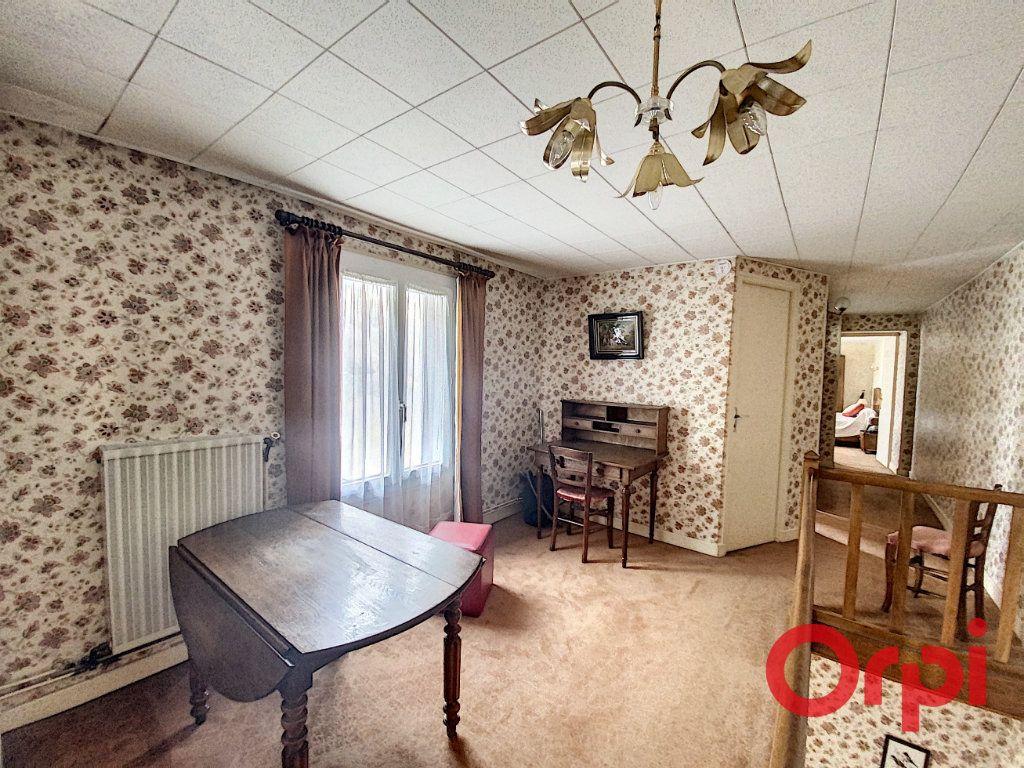 Maison à vendre 5 148m2 à Saint-Amand-Montrond vignette-5