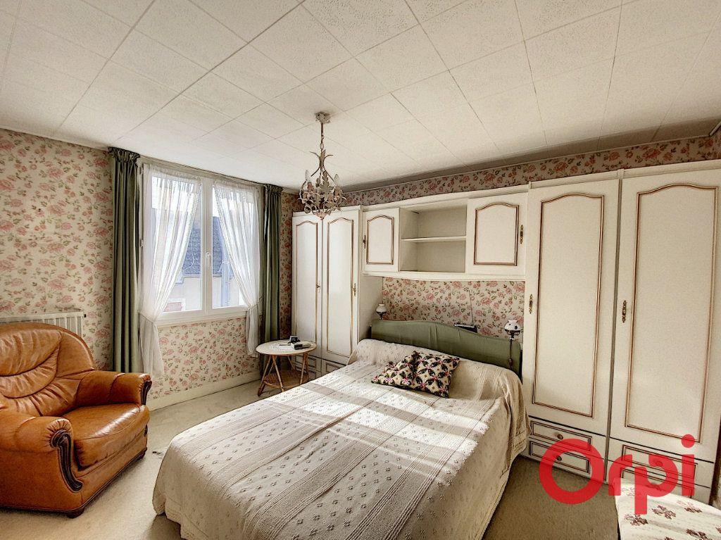 Maison à vendre 5 148m2 à Saint-Amand-Montrond vignette-6