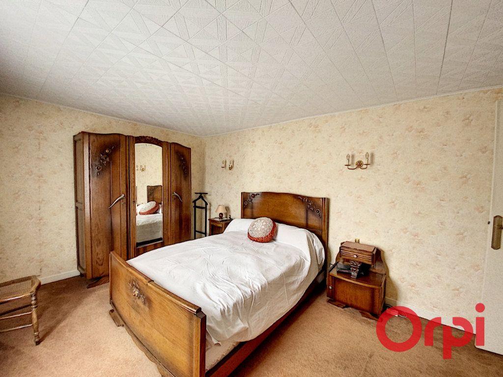 Maison à vendre 5 148m2 à Saint-Amand-Montrond vignette-9