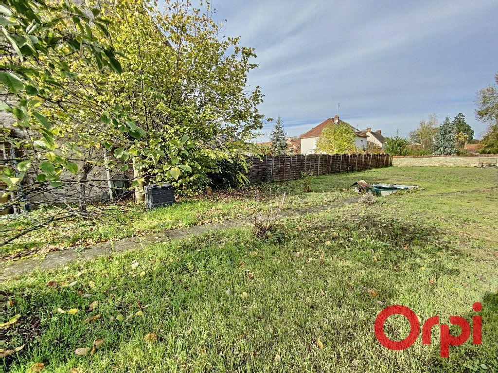 Maison à vendre 5 148m2 à Saint-Amand-Montrond vignette-10