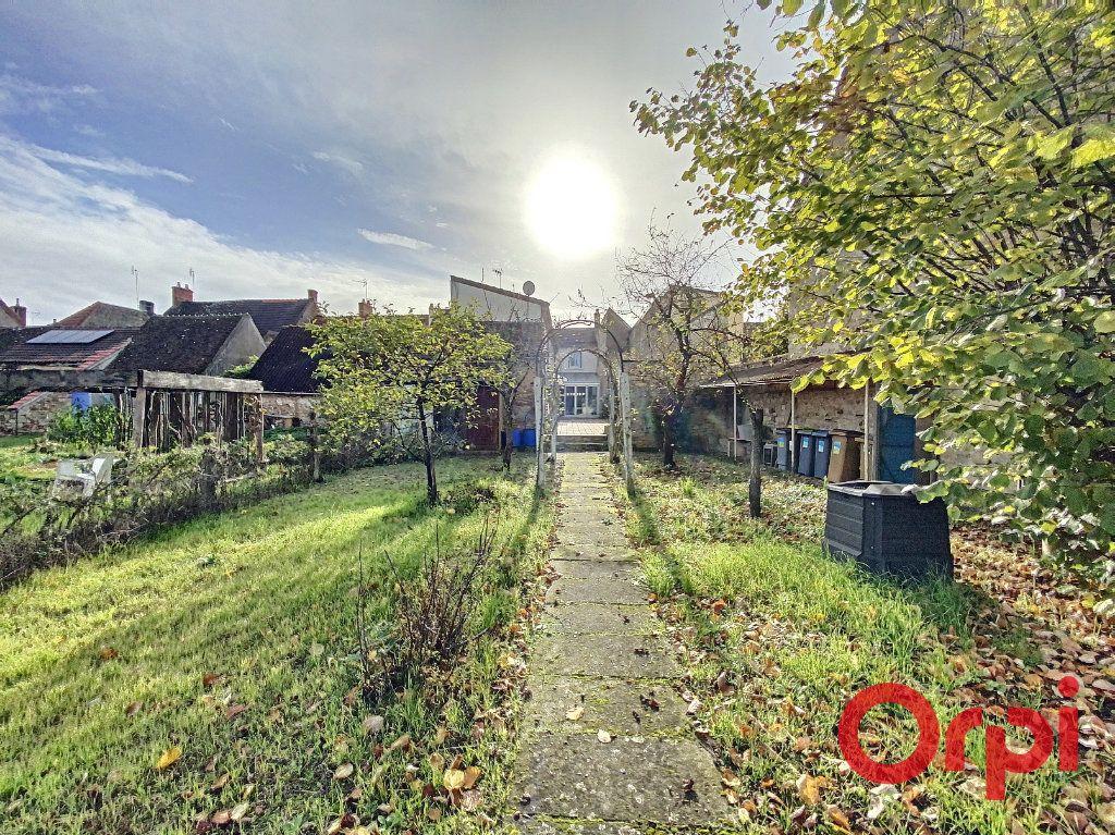 Maison à vendre 5 148m2 à Saint-Amand-Montrond vignette-11