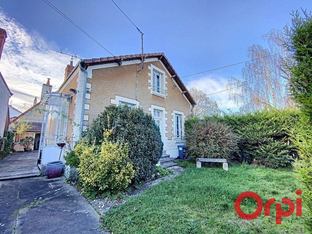 Maison à vendre 5 96.4m2 à Saint-Amand-Montrond vignette-1