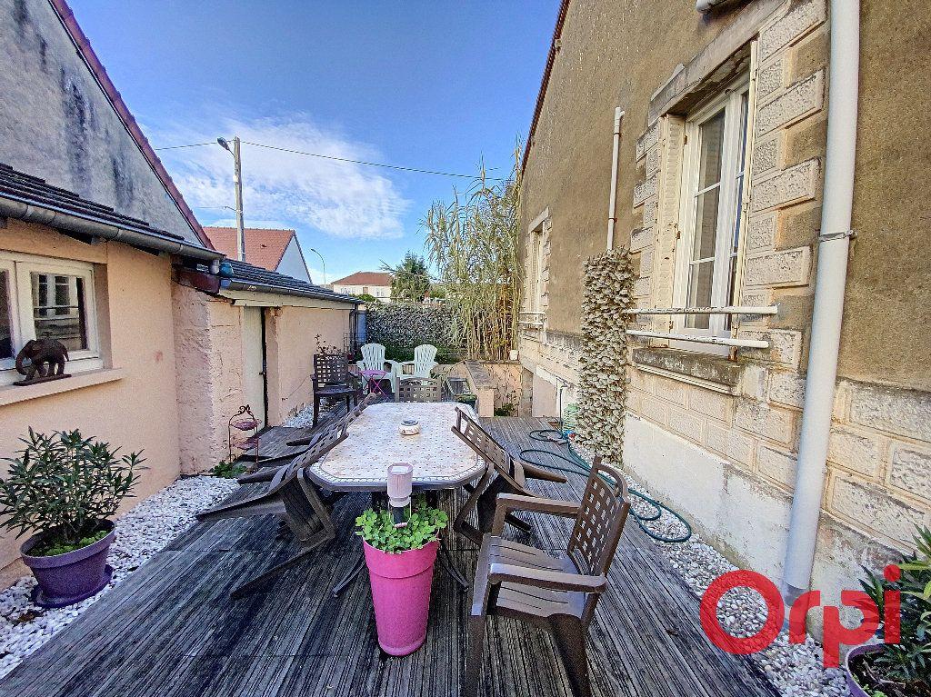 Maison à vendre 5 96.4m2 à Saint-Amand-Montrond vignette-9