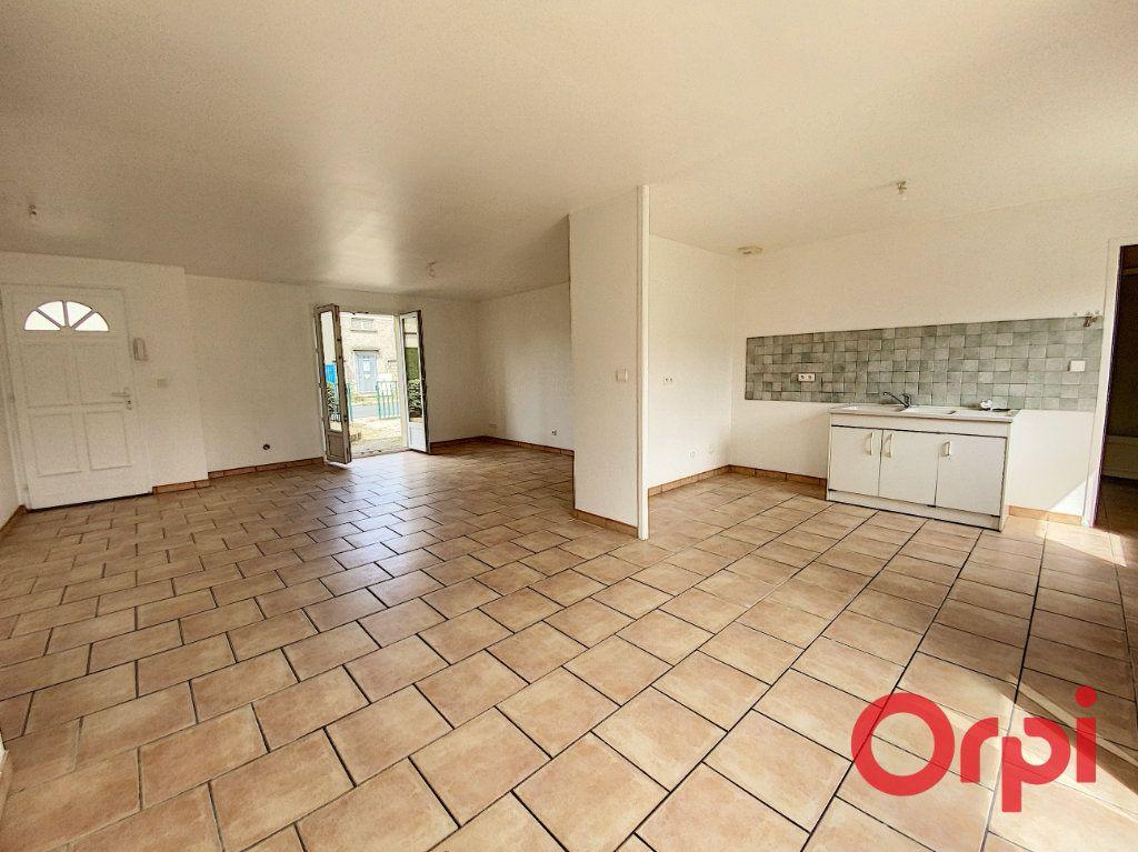 Maison à vendre 4 91m2 à Saint-Amand-Montrond vignette-2