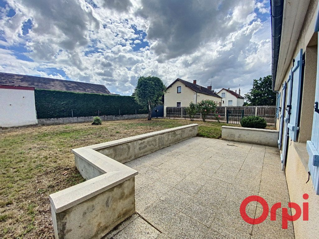 Maison à vendre 4 91m2 à Saint-Amand-Montrond vignette-11