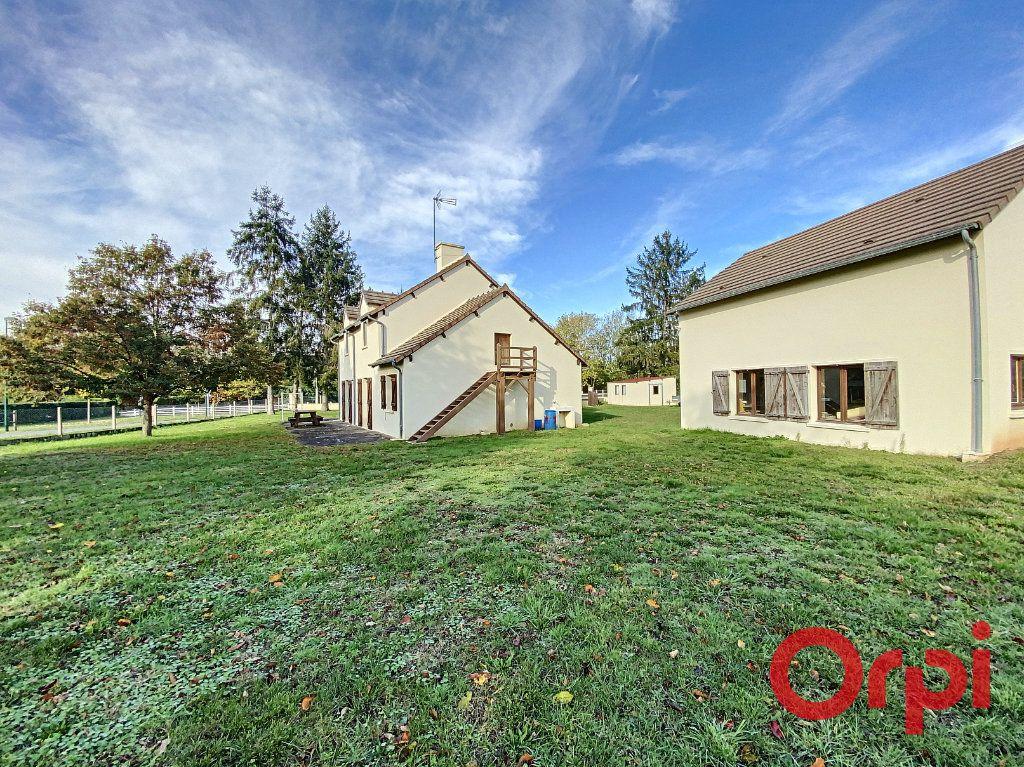Maison à vendre 6 141.31m2 à Châteaumeillant vignette-1