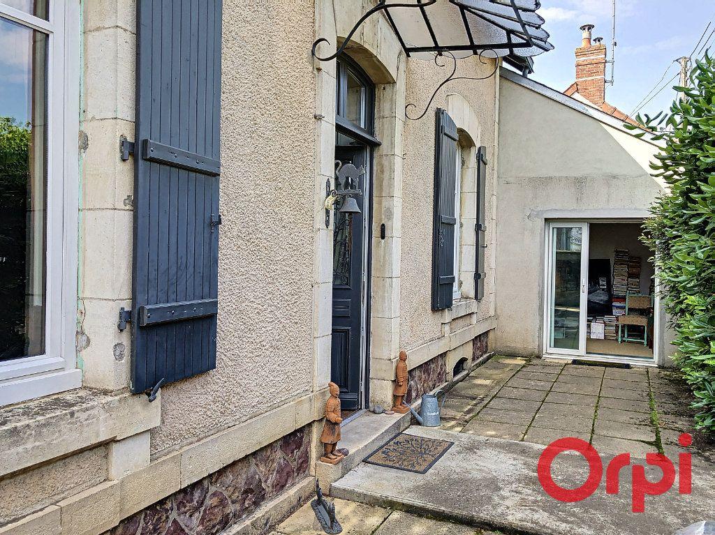 Maison à vendre 7 139.3m2 à Orval vignette-3