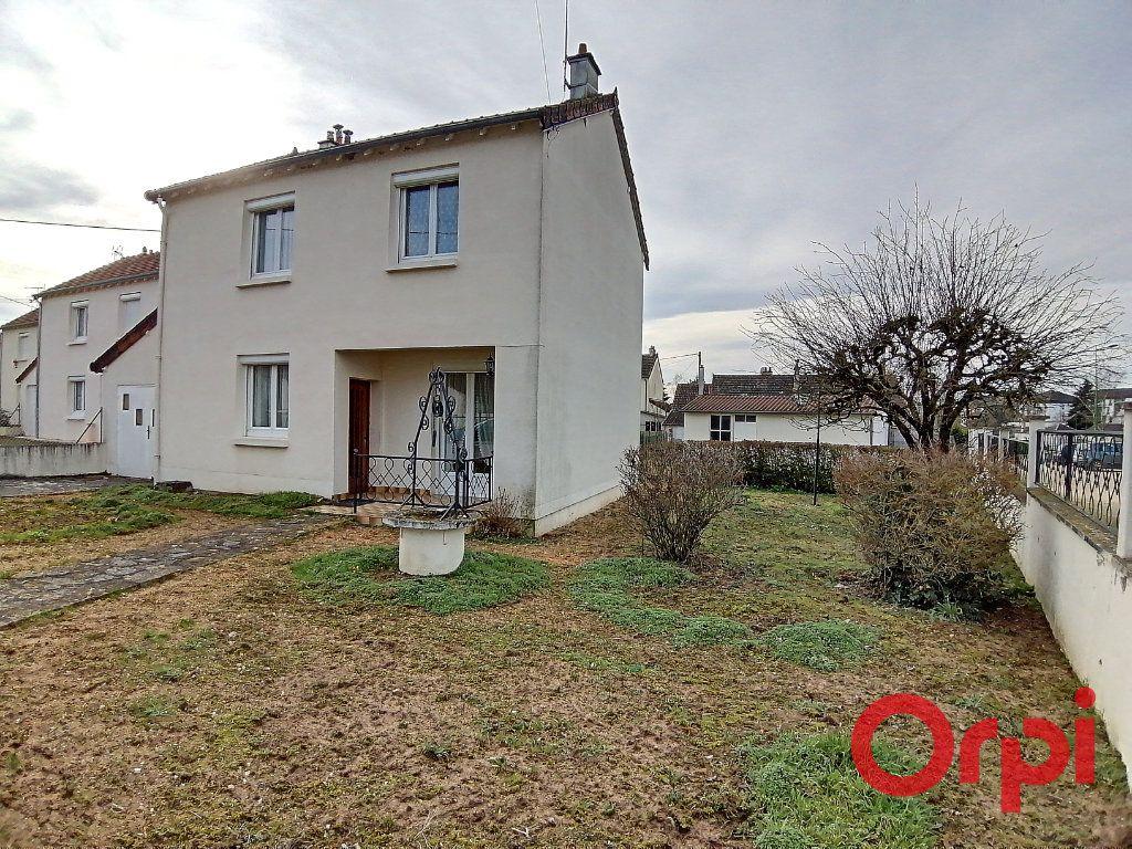 Maison à vendre 4 77m2 à Saint-Amand-Montrond vignette-1