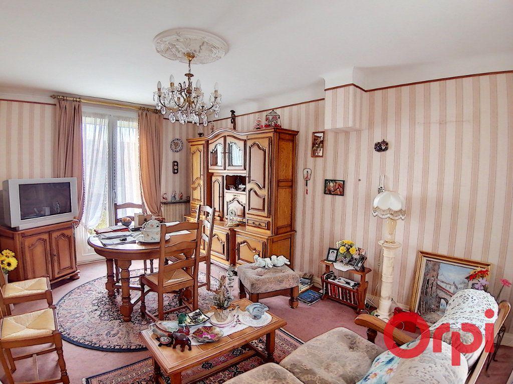Maison à vendre 4 77m2 à Saint-Amand-Montrond vignette-2
