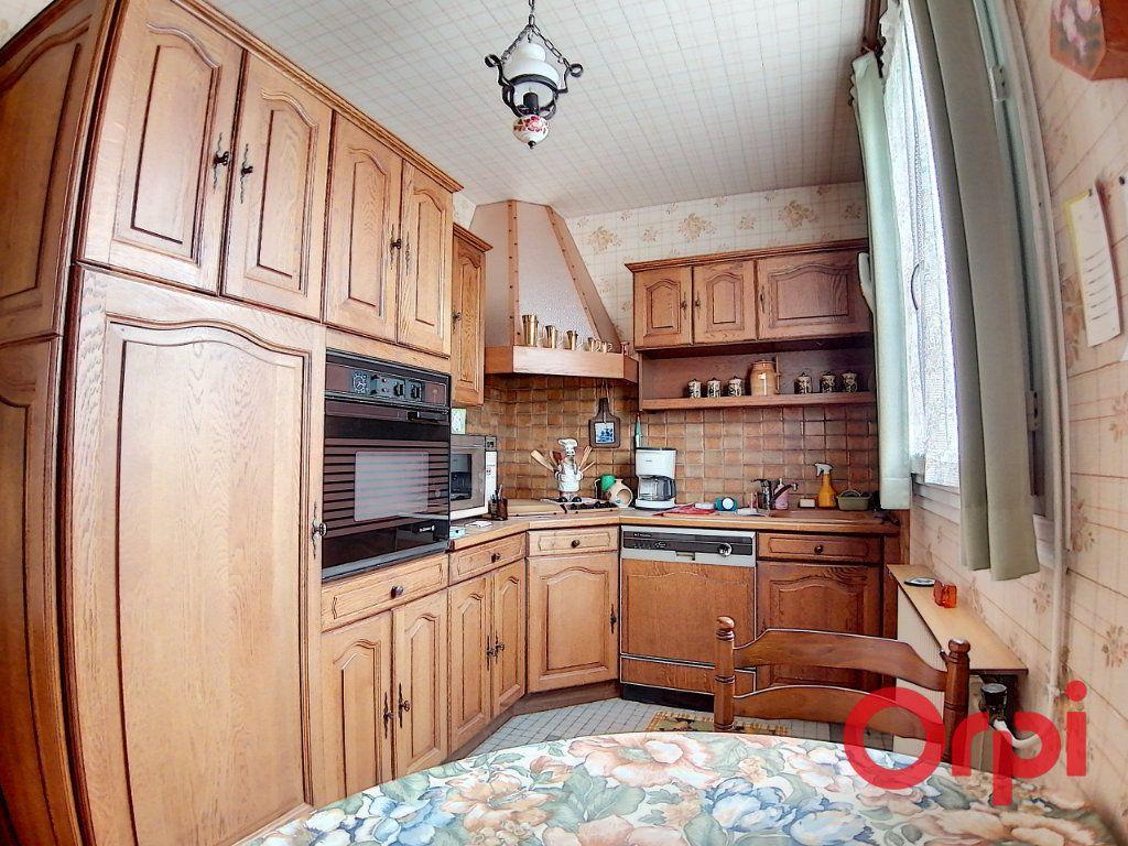 Maison à vendre 4 77m2 à Saint-Amand-Montrond vignette-3