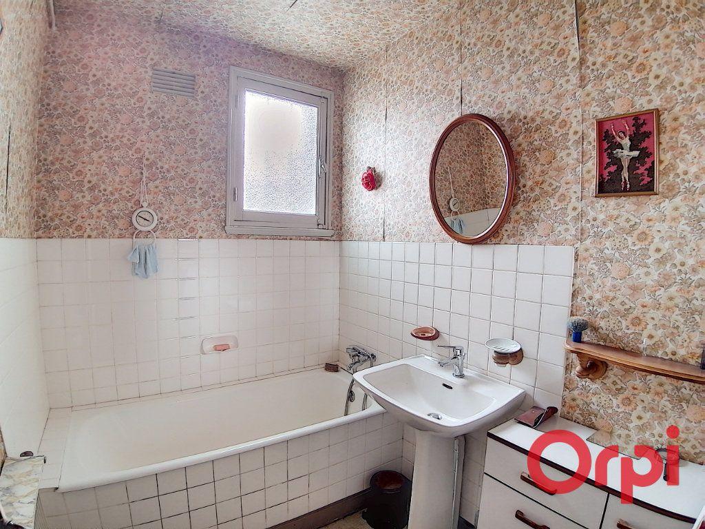 Maison à vendre 4 77m2 à Saint-Amand-Montrond vignette-4