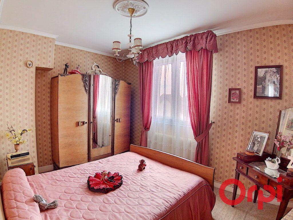 Maison à vendre 4 77m2 à Saint-Amand-Montrond vignette-5