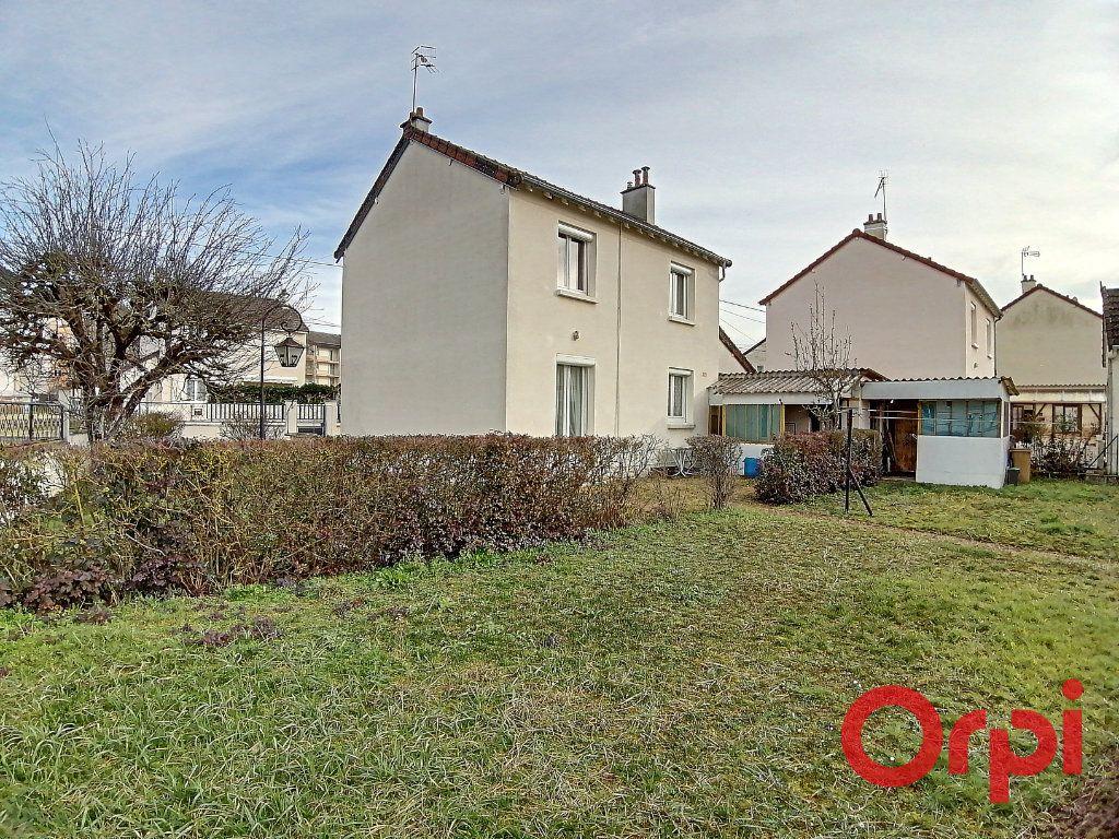 Maison à vendre 4 77m2 à Saint-Amand-Montrond vignette-7