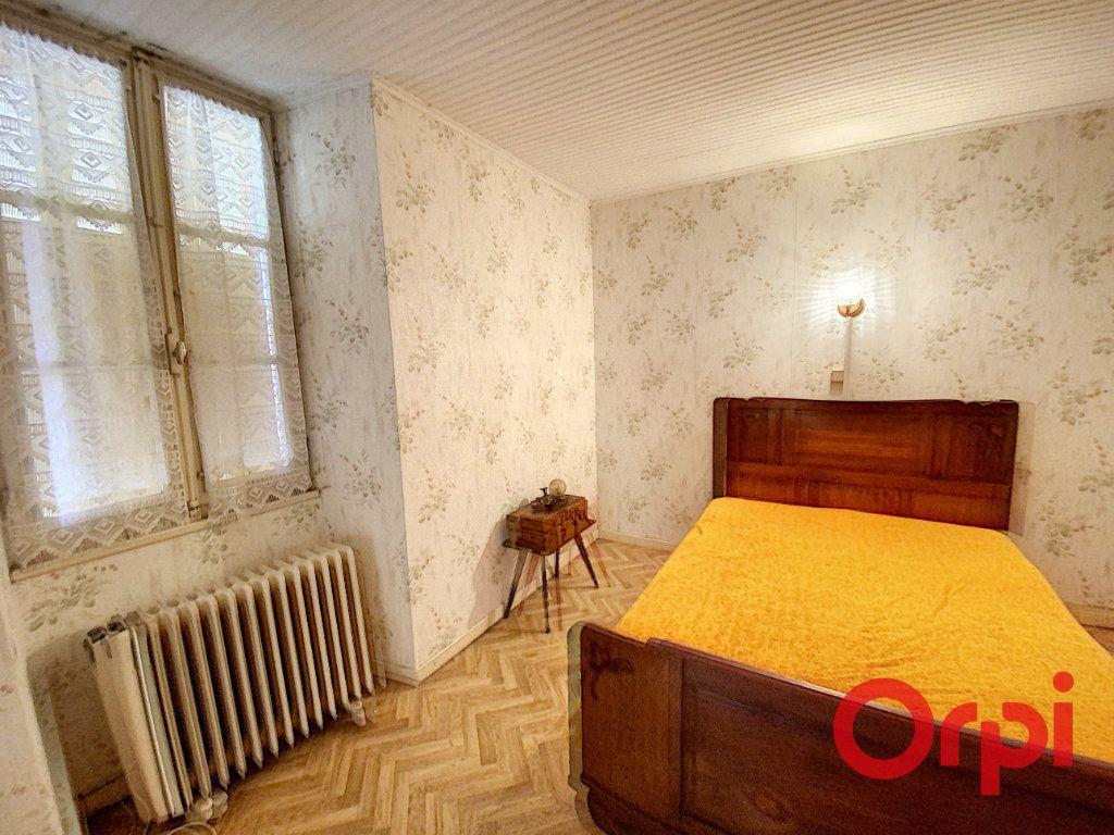 Maison à vendre 6 101m2 à Châteaumeillant vignette-4
