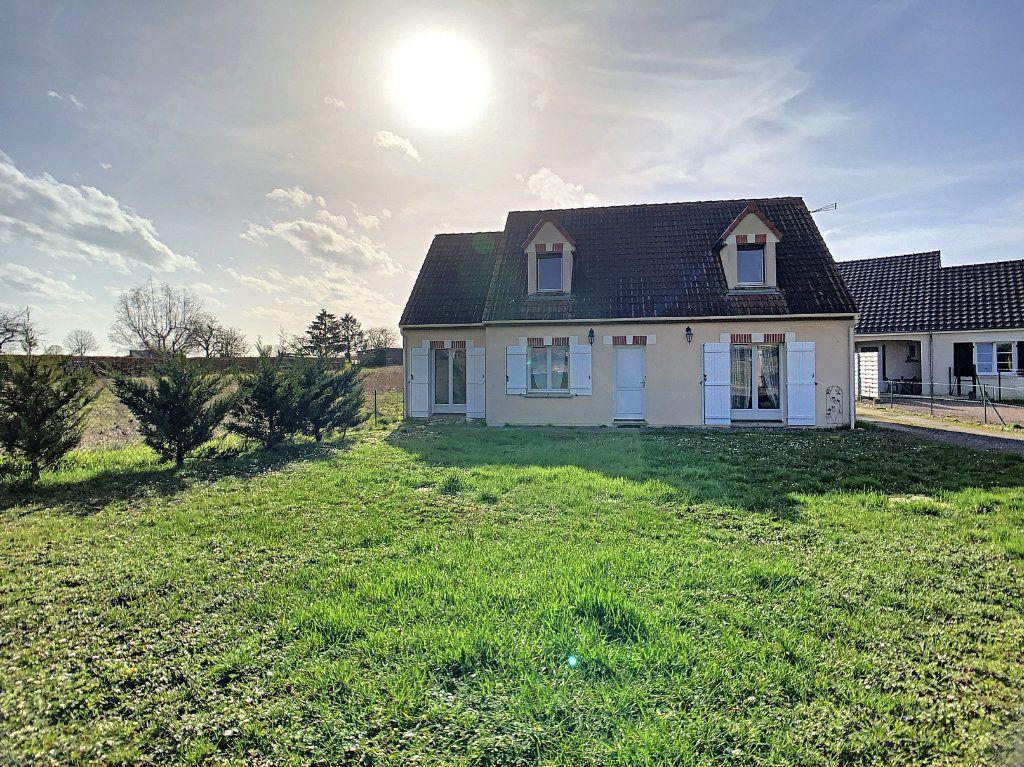 Maison à vendre 5 158.21m2 à Dun-sur-Auron vignette-1