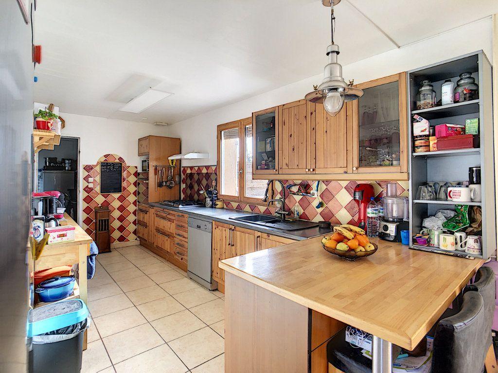 Maison à vendre 5 158.21m2 à Dun-sur-Auron vignette-4