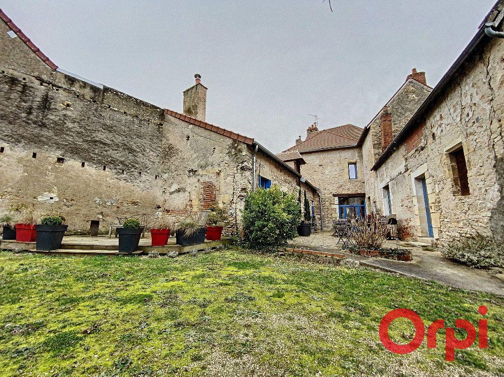 Maison à vendre 6 238m2 à Saint-Amand-Montrond vignette-1