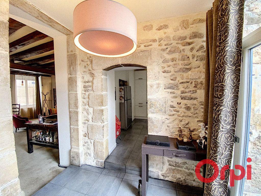 Maison à vendre 6 238m2 à Saint-Amand-Montrond vignette-2