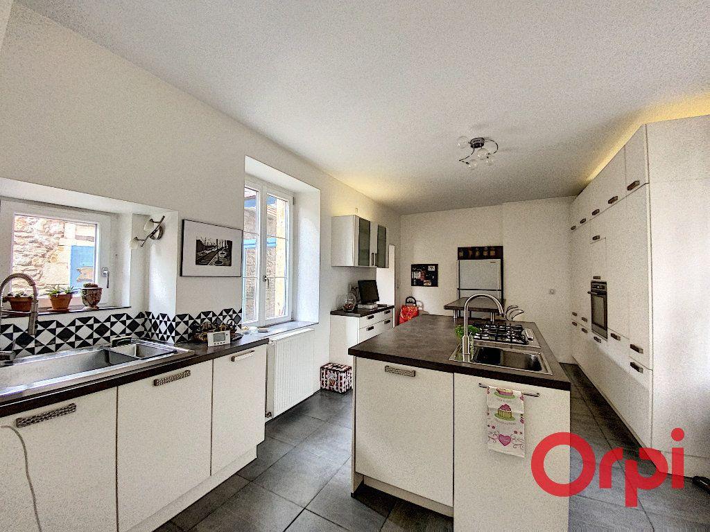 Maison à vendre 6 238m2 à Saint-Amand-Montrond vignette-3
